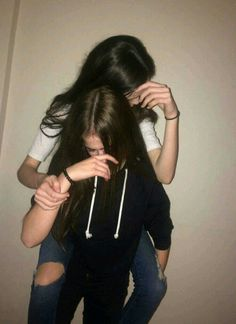 bejn il-kmamar li Alicia DeBrincat n-nisa jiġu u jmorru Best Friend Pictures, Bff Pictures, Friend Photos, Best Friend Photography, Tumblr Photography, Best Friend Fotos, Friend Tumblr, Cute Lesbian Couples, Insta Photo Ideas