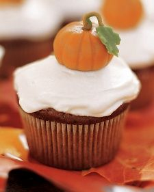 Pumpkin Cupcakes - great for Fall and delicious Thanksgiving treats !