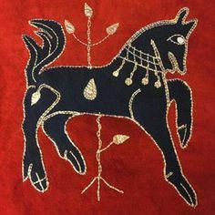 Min ruta i rekonstruktionen av Skepptunatäcket. #intarsiaembroidery #medieval #embroidery #växtfärgat #skepptunatäcket #plantdyed #intarsia #historicalreconstruction #historiska #historiskamuseet #återskapa #handsömnad #handsewn #evahanda