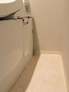 トイレ掃除の道具って、普段手入れもしないし、ばい菌だらけですよね。トイレブラシをなくしたい!かといって、ブラシを毎回使い捨てなんかしてられないし。そう思って考えたところ、いいアイデアが浮かびました!これでトイレはスッキリ清潔です