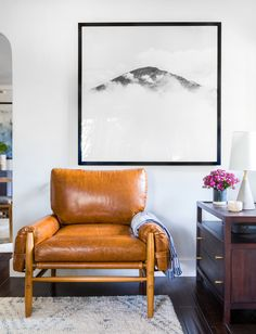 We partnered with design guru Orlando Soria to create an approach-ably eclectic LA bungalow for actress Amanda Crew. Cushion Source, Clad Home, Mid Century Modern Living Room, Vintage Cushions, Craftsman Bungalows, Furniture Legs, Midcentury Modern, Chair Design, Diy Room Decor