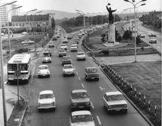 Ilyen is volt Budapest - Budaörsi út az Osztapenko szoborral Anno Domini, Old Street, Budapest Hungary, Car Photos, Old Pictures, Historical Photos, Vintage Photos, Marvel, Memories