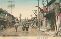 1910年代、吉田町通り。「南京虫退治」の看板が見える。