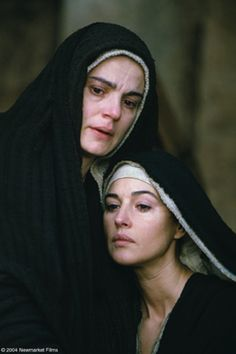 """Monica Bellucci (Mary Magdalene) and Maia Morgenstern (The Virgin Mary) in """"The Passion of the Christ"""" Monica Bellucci, Images Du Christ, Pictures Of Christ, Blessed Mother Mary, Blessed Virgin Mary, Miséricorde Divine, La Passion Du Christ, Image Jesus, Marie Madeleine"""