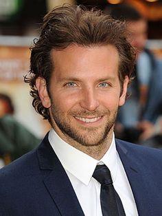 Você sabe quais são os 100 homens mais sexies de 2012? A revista Glamour fez um levantamento e revelou um elenco de gatíssimos das mais variadas áreas. O AdoroCinema foi lá e deu uma pinçada nos 40 atores da lista, liderada - lá - por Robert Pattinso
