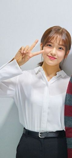 Kpop Girl Groups, Kpop Girls, Cute Girls, Cool Girl, Modern Aprons, Yu Jin, Japanese Girl Group, Starship Entertainment, Girl Crushes