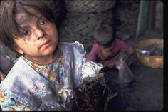 Heartbreaking: Four-year-old child laborer, El Salvador Native American Artists, Native American Jewelry, Labour Day, Indian Arts And Crafts, World Days, Forced Labor, Industrial Revolution, Social Justice, Children Photography