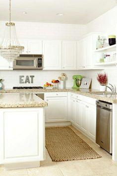 meubles de cuisine de couleur taupe,cuisine carrelage beige, plafond blanc