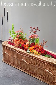 Coffin Decoration made by Boerma Instituut for magazine Special Bloemschikken. Want to learn how to make Floral Design arrangements? Visit our website! #Floraldesign #Floraldesignschool #Holland #Dutchfloraldesign #Floral #Design #Table #Arrangement #Funeral