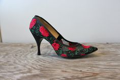 1950s Heels - Vintage 50s Black Red Roses Spike Stiletto Shoes Size 7 1/2 - 8 Spanish Dancer