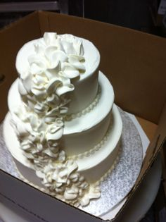 all buttercream ruffle cake Buttercream Ruffle Cake, Vera Wang Wedding, Just Cakes, Cake Decorating, Wedding Cakes, Desserts, Food, Wedding Gown Cakes, Tailgate Desserts
