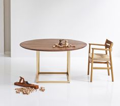 Extendable Round Table In Walnut