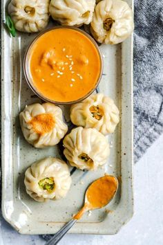 fattributes: Tibetan Vegetable Momos with Spicy Sesame Tomato Chutney - December 14 2018 at - Good - and Inspiration - Yummy Recipes Ideas - Paradise - - Vegan Vegetarian And Delicious Nutritious Meals - Weighloss Motivation - Healthy Lifestyle Choices Whole Food Recipes, Dinner Recipes, Cooking Recipes, Drink Recipes, Aperitivos Vegan, Vegetarian Recipes, Healthy Recipes, Vegan Vegetarian, Yummy Recipes