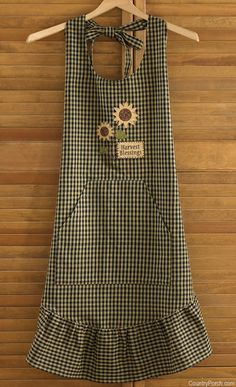 The Country Porch features the Harvest Blessings Apron from Park Designs. Retro Apron, Aprons Vintage, Sewing Aprons, Sewing Clothes, Cute Aprons, Linen Apron, Apron Designs, Apron Dress, Dress Patterns