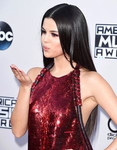 New Hairdo at AMA: Selena Gomez's sleek long hair extension at American Music Awards 2015.