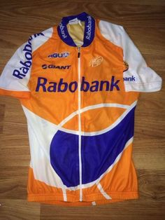 Professionele wielertrui van Team Rabobank uit 2009 10. Gemaakt voor  Nederlandse wielrenner Tom Stamsnijder. Betreft een zo goed als nieuw shirt  al dat niet ... 204d2650d5e88