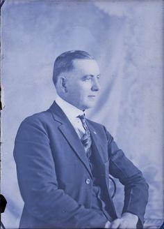 Genealogy's Star: Hundreds of Mystery Photos