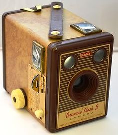 Vintage 1950s Kodak Brownie Flash B Box Camera http://cgi.ebay.co.uk/ws/eBayISAPI.dll?ViewItem=310700381149=STRK:MESE:IT
