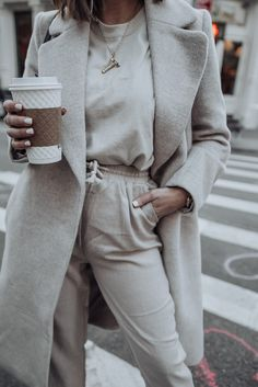 Layered Neutrals - Flaunt and Center Street Style Edgy, Spring Fashion Trends, Transitional Style, Minimalist Fashion, Minimalist Style, Affordable Fashion, Spring Outfits, Winter Outfits, Love Fashion