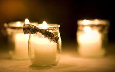 idée récup pour des photophores : de simples pots de yaourts en verre agrémentés d'un noeud en liberty