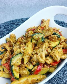 Paprika, Zucchini, Schlupfnudeln,Sahne,curry Zucchini, Curry, Kung Pao Chicken, Vegetable Pizza, Pasta Salad, Food And Drink, Low Carb, Vegetables, Cooking