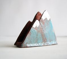 Your sponge has never been looked as good as among mountains and snow tops. This sponge holder is hand made from terracotta, decorated with engobes, fired, glazed and fired again. Each is handmade and unique, so may be slightly different from picture. Handmade in Russia - Material: Terracotta - Size: 8cm x 11cm wide