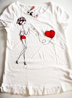 camiseta pintada  mano corazon Saree Painting, Dress Painting, T Shirt Painting, Fabric Painting, Paint Shirts, Sharpie Art, Painted Clothes, T Shirt Diy, Diy Clothing