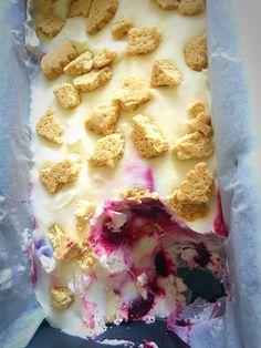 Helado de tarta de queso y cerezas sin gluten. Gluten free cherry cheesecake ice cream.