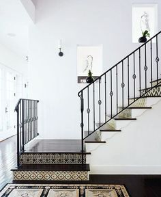 """Polubienia: 1,205, komentarze: 8 – S T I L T J E (@stiltje.se) na Instagramie: """"Beautiful stair With black and white tile . Picture from Alix Jaffe LA home published in…"""""""
