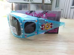 Blue Fan Fares Over The Glasses Frames with .38 SPECIAL. Completed with Ruby and Pink.