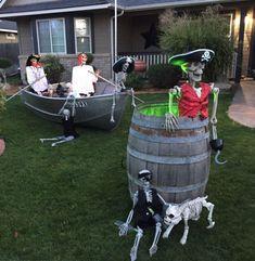 Pirate Halloween Decorations, Outdoor Halloween, Pirate Halloween Party, Themed Halloween Costumes, Halloween Outside, Halloween Displays, Halloween Haunted Houses, Disney Halloween, Halloween Projects