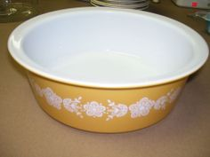 VINTAGE PYREX 664 4 QUART BUTTERFLY GOLD LARGE ROUND CASSEROLE *RARE* HARD FIND