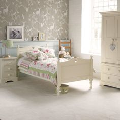 The quintessentially English Fargo bed with carved heart. Gentle curved edging and a hard wearing soft Ivory White paint finish for a long lasting classic bed. Childrens Single Beds, Kids Single Beds, Single Beds With Storage, Bed Price, Childrens Bedroom Furniture, Bed Storage, Ivory White, Furniture Design, Heart