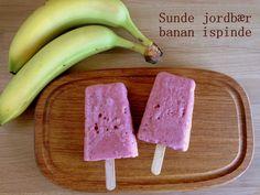 Sunde jordbær banan ispinde. De er lavet på frugt og mini mælk, så det er vel lige før at børnene kan få lov at spise is til morgenmad.