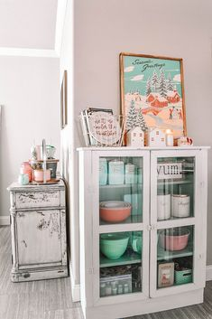 You actually belong to those groups people who rarely worry about glamour as well as over-the-top designs for your house, then this is definitely your current cup of joe. Check out this post for 25 diy home decor ideas on budget. Decor, Furniture, Christmas Home, Cute Dorm Rooms, Kitchen Room, Home Decor, Cute Kitchen, Farmhouse Side Table, First Apartment Decorating