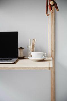 Wandregalsystem design  ROYAL SYSTEM® together with the Jewel Table en BM1 Chair. #Danish ...