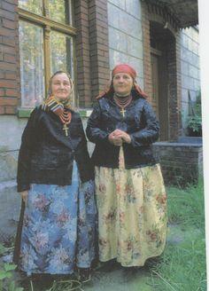 Folk costumes: married women from Dąbrówka Wielka (Bytom region), Silesia, Poland - archival photograph.