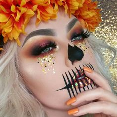 Pretty, Glittery Skeleton Makeup Idea for Halloween # Make Up Unique Halloween Makeup, Halloween Makeup Looks, Pretty Skeleton Makeup, Halloween Skeleton Makeup, Scarecrow Makeup, Face Paint For Halloween, Halloween Costume Makeup, Skeleton Halloween Costume, Scarecrow Costume