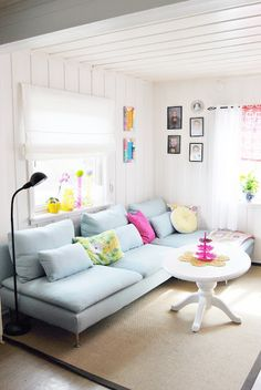 Could easily make one from pallets and foam. light blue sofa in the living room. home decor and interior decorating ideas. Living Room Lighting, Living Room Decor, Living Spaces, Living Rooms, Apartment Makeover, Apartment Sofa, Light Blue Couches, Söderhamn Sofa, Sofa Set