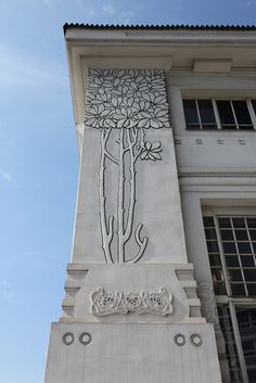 Side detail of the Vienna Secession building (Joseph Maria Olbrich Art Nouveau Architecture, Amazing Architecture, Art And Architecture, Architecture Details, Vase Design, Design Art, Glasgow, Estilo Art Deco, Vienna Secession