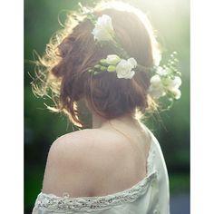 Mariée Chignon et fleurs fraîches