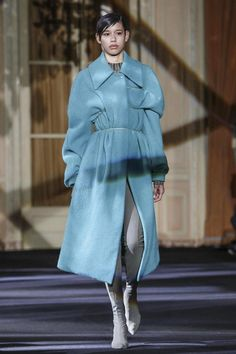 Acne Studios / Our runway video of the Fall/Winter 2016 ready-to-wear show to view here.