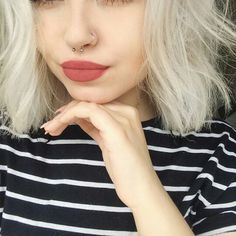 Ideas piercing nariz septo septum jewelry for 2019 Septum Piercings, Small Septum Piercing, Bodysuit Tattoos, Piercings Bonitos, Faux Septum Ring, Cute Septum Rings, Septum Jewelry, Style Feminin, Tattoo Und Piercing