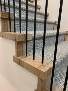 Oak Banister, Oak Stairs, Entry Stairs, Banisters, Stair Railing, Railing Ideas, Staircase Ideas, Staircase Design, Foyer Design