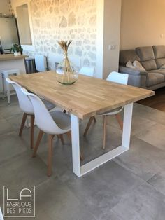 Pallet Dining Table, Modern Dining Table, Wood Table Design, Dining Room Design, Cool Furniture, Furniture Design, Esstisch Design, Kitchen Table Makeover, Ikea Living Room