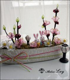 #アメリカンフラワー #愛犬とお花に癒されて  #おひなさま Crochet Flowers, Fabric Flowers, Resin Flowers, Wire Art, Handmade, Beautiful, Flowers, Hand Made, Crocheted Flowers