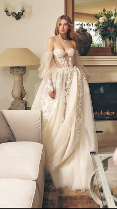 Elegant Wedding Dress, Elegant Bride, Dream Wedding Dresses, Wedding Gowns, Boho Wedding, Wedding Venues, Wedding Rings, Pretty Dresses, Beautiful Dresses