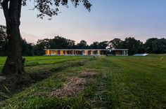 concrete-home-walls-glass-private-pasture-4-solar.jpg