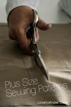 Check out the plethora of free plus size sewing patterns available online! We've got the details on where to find 'em. Check out the plethora of free plus size sewing patterns available online! We've got the details on where to find 'em. Sewing Hacks, Sewing Tutorials, Sewing Crafts, Sewing Projects, Sewing Tips, Sewing Ideas, Free Tutorials, Plus Size Sewing Patterns, Clothing Patterns