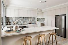 Set decoration area provides fashion sets 2015 the latest popular u-shaped open kitchen design _ Mes Kitchen Sets, Kitchen Tiles, New Kitchen, Kitchen Decor, Room Kitchen, Kitchen Living, Kitchen Cabinets, Dining Room, Patchwork Kitchen